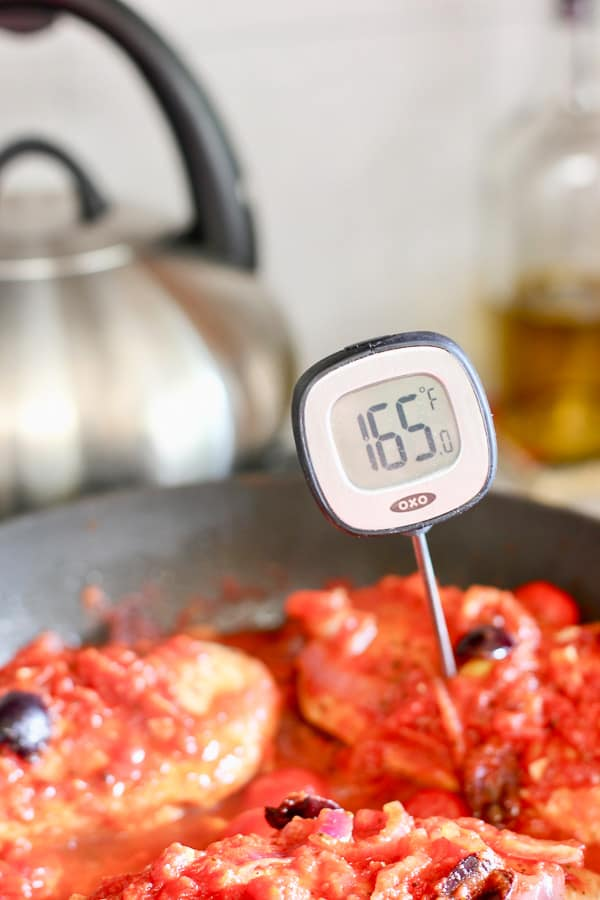 meat thermometer reading 165 degrees for perfectly cooked chicken