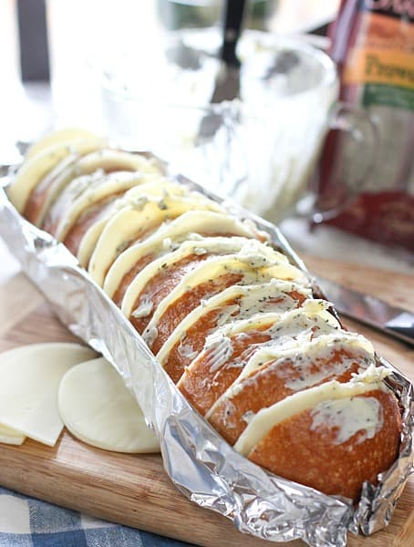 cheesy-bread-in-foil