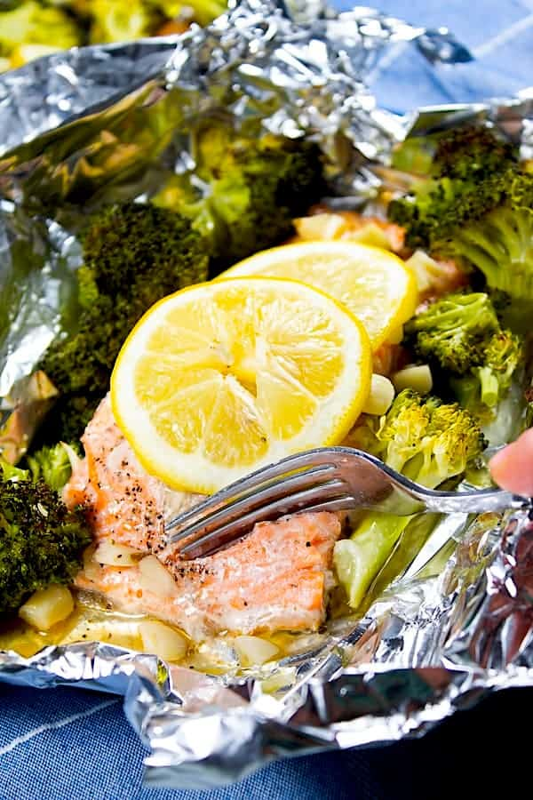baked lemon garlic salmon in foil pouch