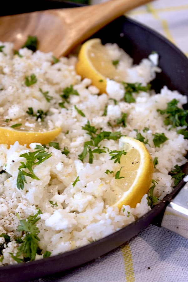 final picture of rice skillet garnished with lemon wedges and parsley